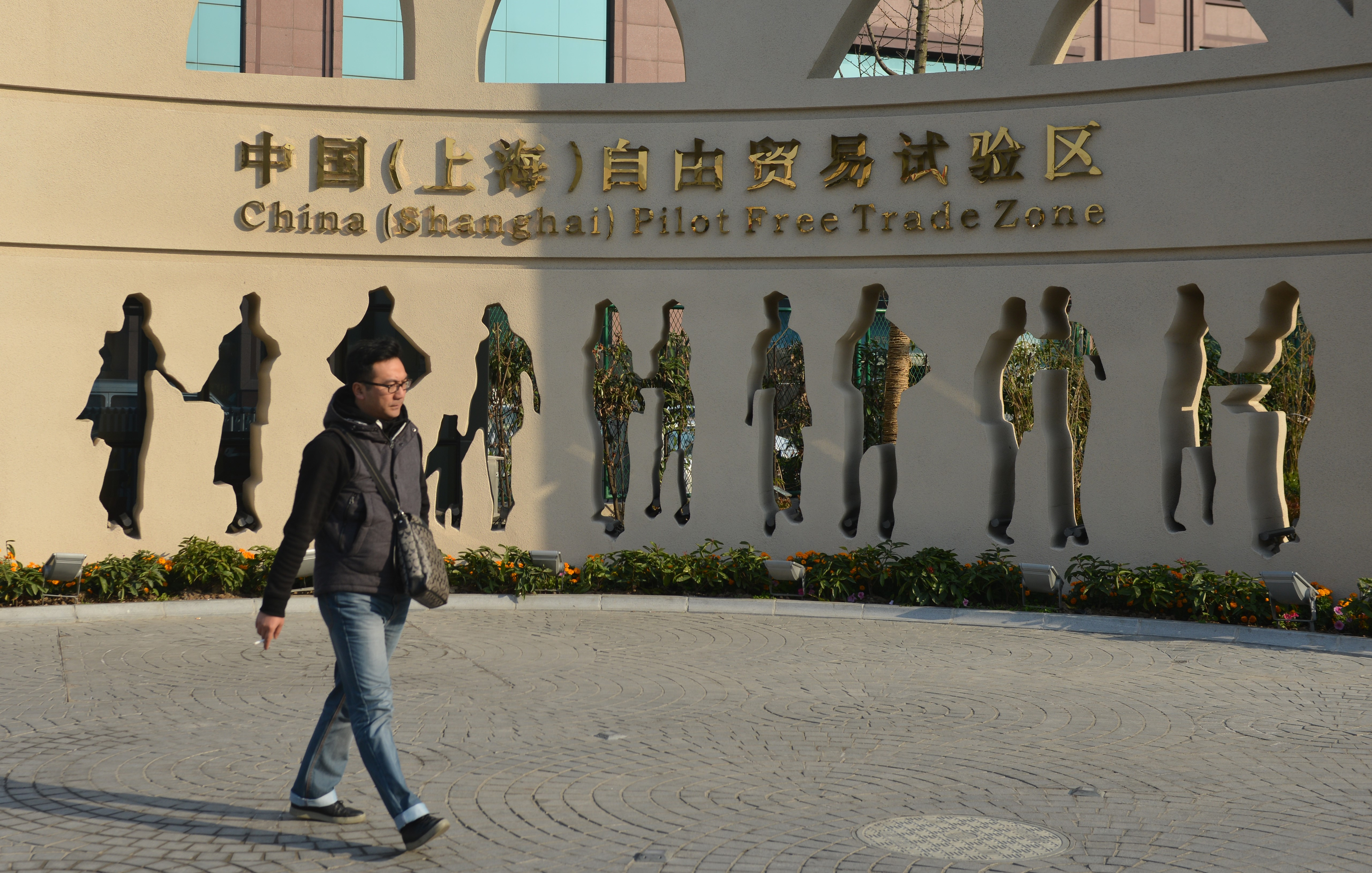 What This Man's DIY Cancer Surgery Says About China's Healthcare System