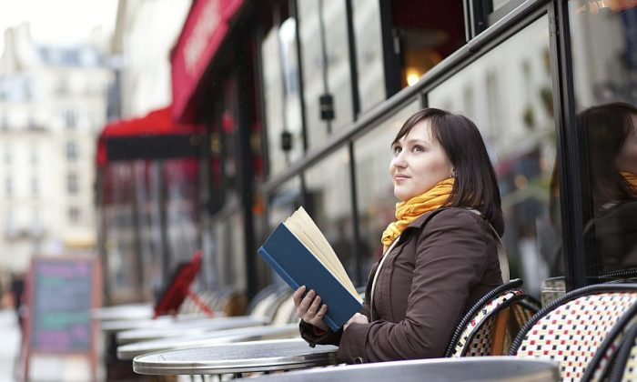 Dinners alone can feel less awkward if they have something to read. (iStock/Thinkstock)