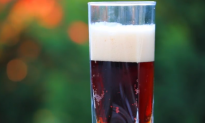 Study Finds Plastic Microparticles in Beers (Video)