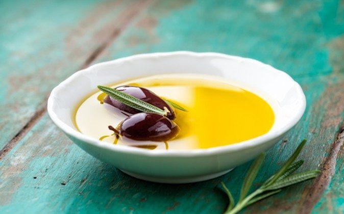 Olive oil (Shutterstock*)