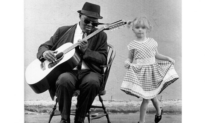 """Gary Davis with a dancing girl in """"Harlem Street Singer,"""" a documentary about the blues teacher. (Alice Ochs/Getty Images)"""