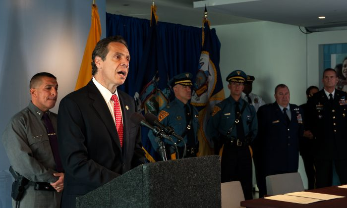 New York Governor Andrew Cuomo announces the initial findings from a review of security protocols, in response to growing global terrorism, during a press conference at 7 World Trade Center, N.Y., on Sept. 24, 2014. (Bryan Thomas/Getty Images)