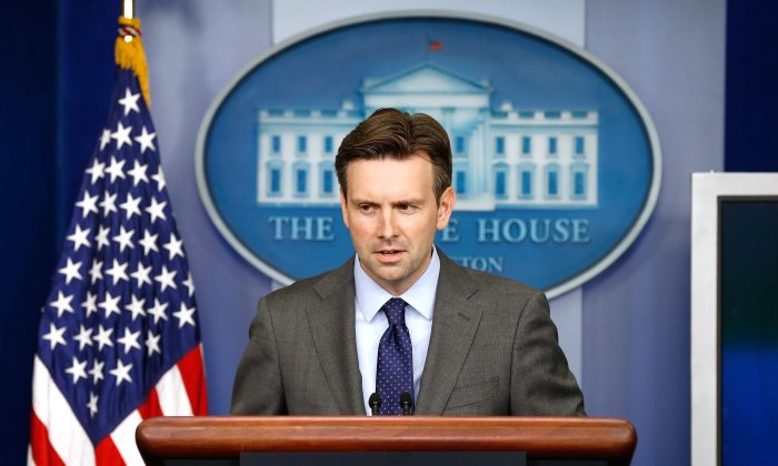 White House Press Secretary Josh Earnest briefs members of the press on the resignation of U.S. Secret Service Director Julia Pierson from the White House briefing room October 1, 2014 in Washington, DC. Pierson resigned in the wake of Omar Gonzalez allegedly jumping over the White House fence and entering the residence of the President.  (Photo by Win McNamee/Getty Images)