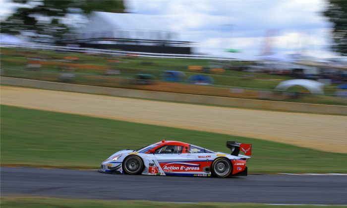 The #5 AXR Coyote-Corvette streaks from Turn 10a to 10b during Thusday afternoon prctice for the 17th Petit Le Mans at Road Atlanta. (Chris Jasurek/Epoch Times)
