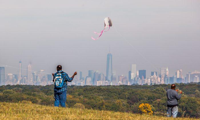 Sneak-peak opening of the Freshkills Park on Staten Island, Sept. 28, 2014. (Petr Svab/Epoch Times)