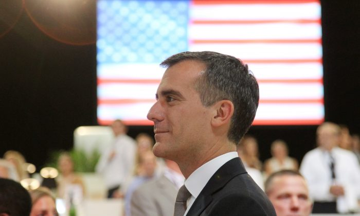 Los Angeles Mayor Eric Garcetti attends the Longines Los Angeles Masters at Los Angeles Convention Center on September 26, 2014 in Los Angeles, California. (David Buchan/Getty Images for Masters Grand Slam Indoor)