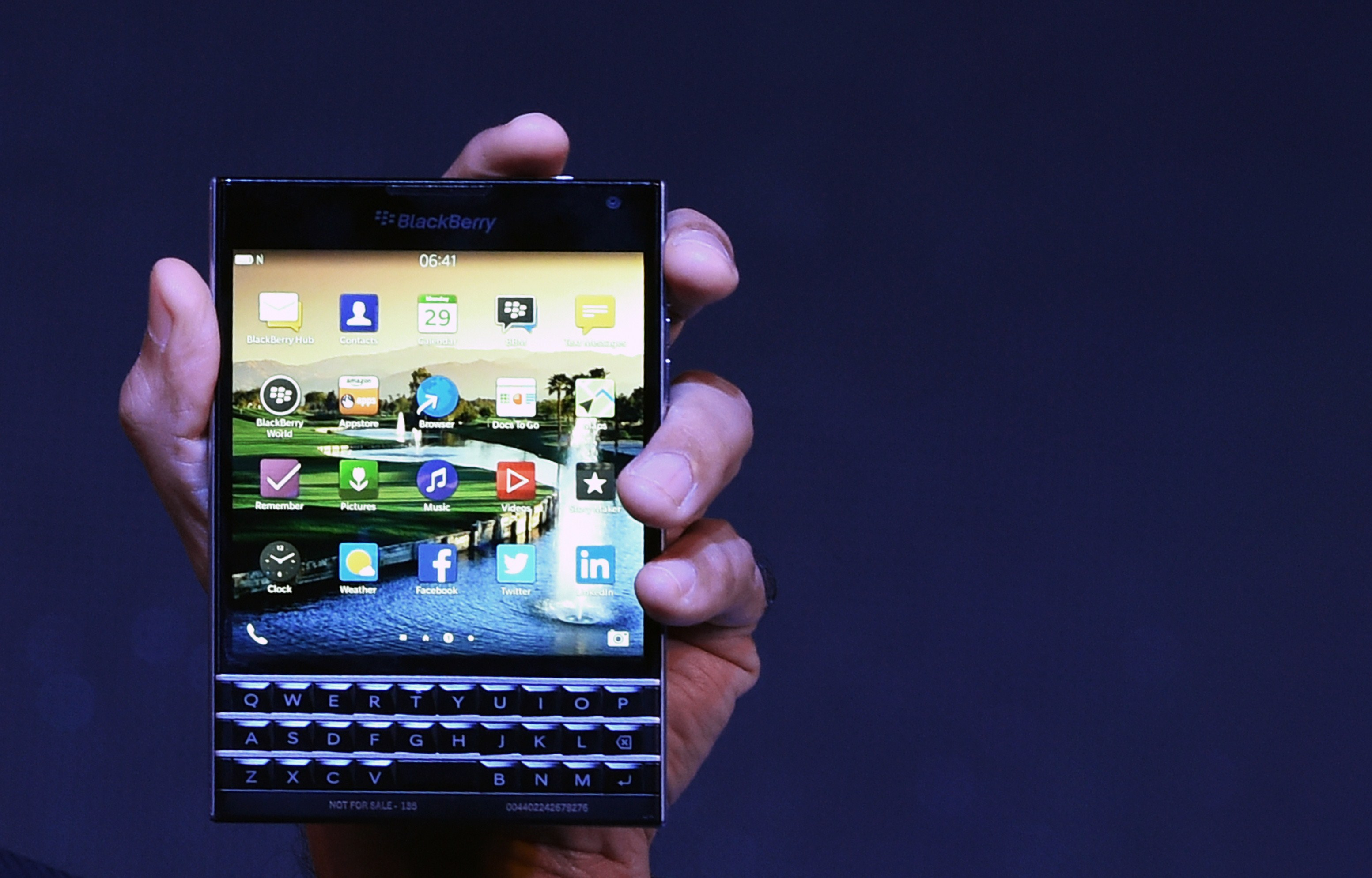 BlackBerry Passport Tries New Shape on a Flagship Smartphone: Does It Succeed?