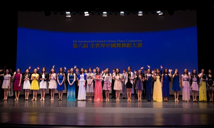 International Classical Chinese Dance Competition winners on stage at BMCC Tribeca Performing Arts Center in New York on Oct. 12, 2014. (Dai Bing/Epoch Times)