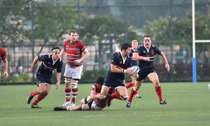 Bloomberg Hong Kong Scottish on the attack against Abacus Kowloon at Shek Kip Mei Sports Ground on Saturday Oct 11, 2014. HK Scottish won the match 18-3. (Bill Cox/Epoch Times)