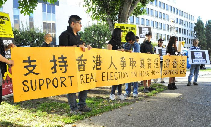 Nearly 100 protesters gathered to protest the CCP's abuse of students and to fight for Hong Kong's suffrage. (Robin Kemker\Epoch Times)