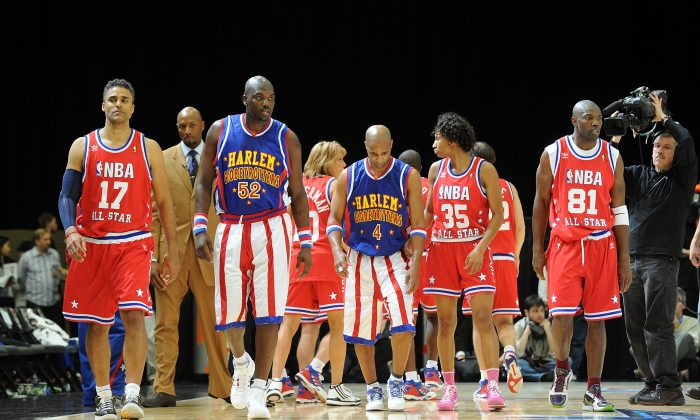 (L-R) Actor Rick Fox, Nate 'Big Easy' Lofton and Herbert 'Flight Time' Lang of the Harlem Globetrotters, basketball player Angel McCoughtry, and NFL player Terrell Owens walk on the court during the NBA All-Star celebrity game presented by Final Fantasy XIII held at the Dallas Convention Center on February 12, 2010 in Dallas, Texas. (Jason Merritt/Getty Images)