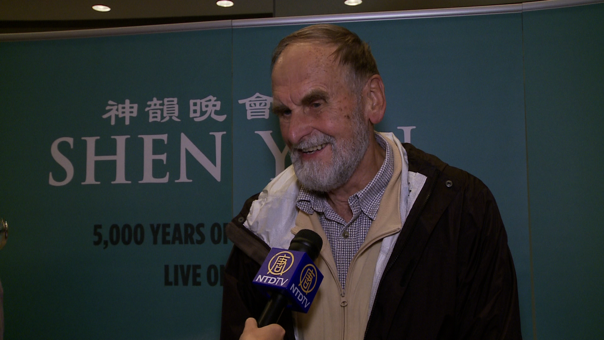 Choral Conductor Praises Shen Yun's Blending of Western and Chinese Instruments