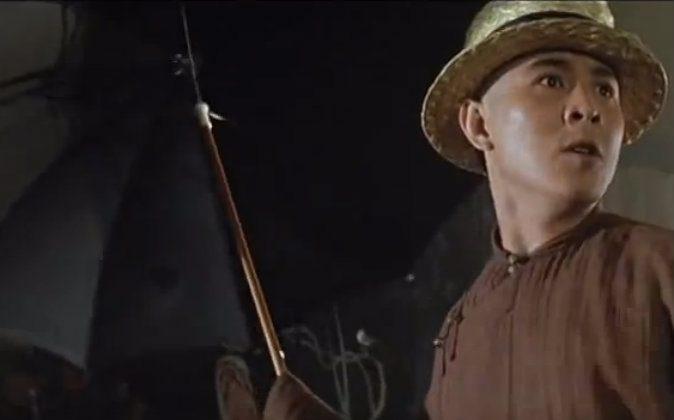 Wong Fei-hong (Jet Li) and his trusty umbrella. (Youtube screenshot)