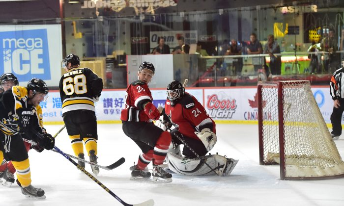 Kory Falite on the attack for Hong Kong Tycoons in their match against Kowloon Warriors in the CIHL league at Mega Ice on Saturday Oct 18. Falite scored 6-goals in his team's 9-5 win. (Bill Cox/Epoch Times)