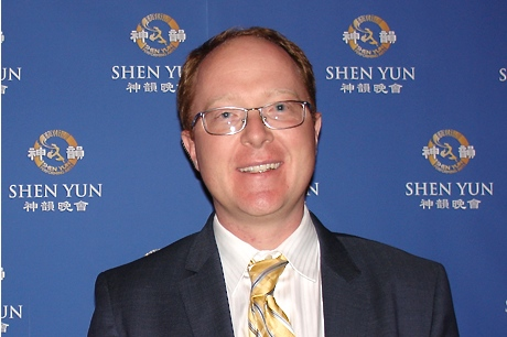 J.R. Gondeck  at the Shen Yun Symphony Orchestra on Tuesday night, Oct. 21, at Chicago Symphony Center Orchestra Hall. (Wan Ying/Epoch Times)