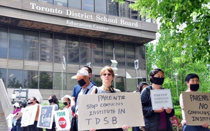 Demonstrators protest the Toronto District School Board's partnership with the Beijing-controlled Confucius Institute outside the TDSB on June 18, 2014. (Allen Zhou/Epoch Times)
