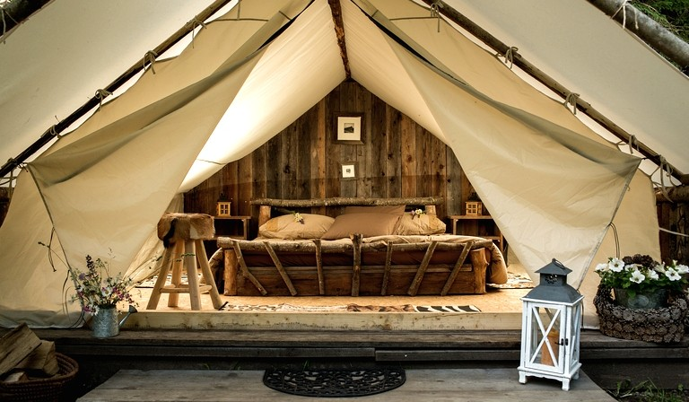 Safari tent (Eluxe Magazine) & Rustic America: Luxury Glamping in the USA | luxury travel | tourism