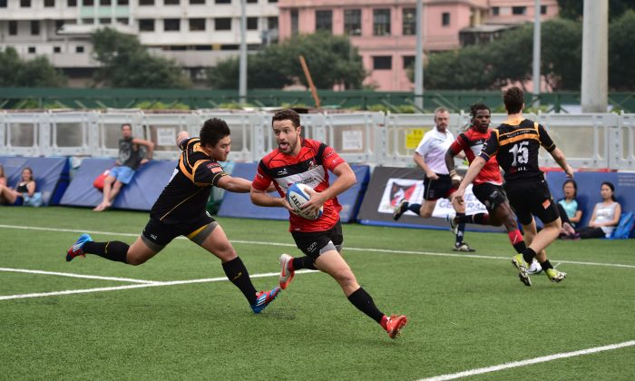 Jean-Baptiste Aldigé runs in for his first of 2-tries for Societe Generale Valley in their HKRFU Premiership match against Borrelli Walsh USRC Tigers at Valley-8 on Saturday Oct 25, 2014. Valley went on to win the match 64-7. (Bill Cox/Epoch Times)