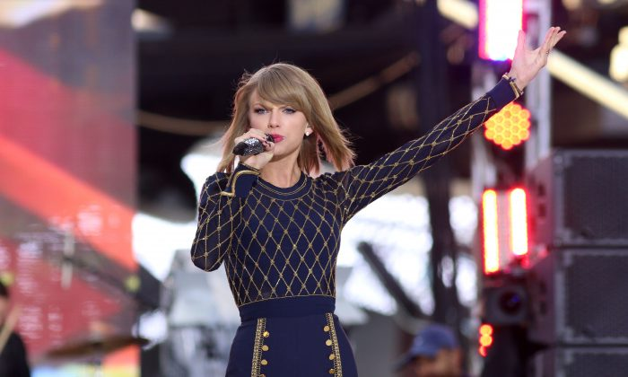 """Taylor Swift performs on ABC's """"Good Morning America"""" in Times Square on Thursday, Oct. 30, 2014, in New York. (Photo by Greg Allen/Invision/AP)"""