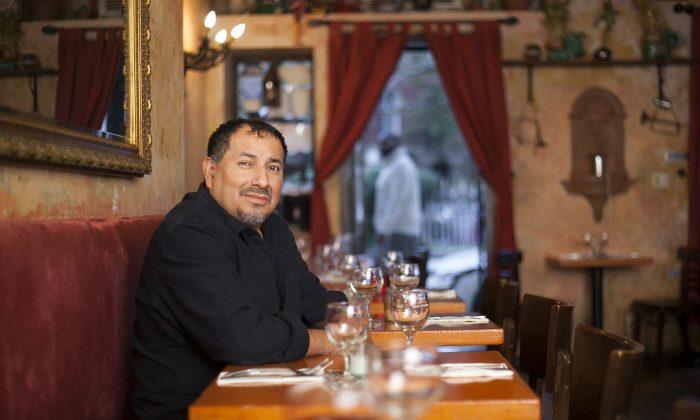 Chef-owner Carlos Campoverde at La Paella.  (Samira Bouaou/Epoch Times)