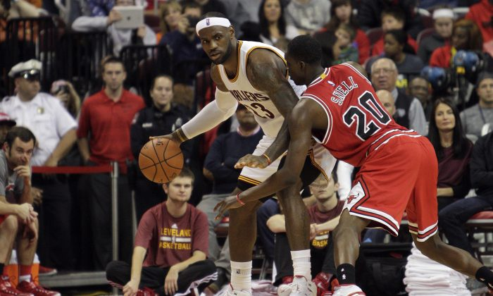 Cleveland Cavaliers' LeBron James, left, drives against Chicago Bulls' Tony Snell in an NBA preseason basketball game Monday, Oct. 20, 2014, in Columbus, Ohio. (AP Photo/Jay LaPrete)