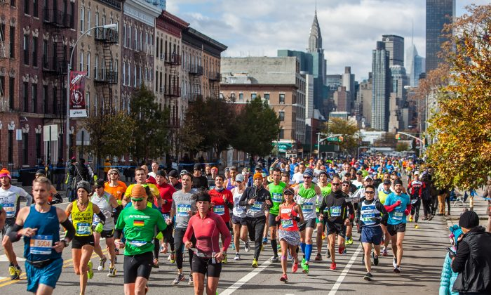 Runners approach the 14.5-mile mark of the New York City Marathon in Queens, New York, Sunday, Nov. 2, 2014. (Petr Svab/Epoch Times)