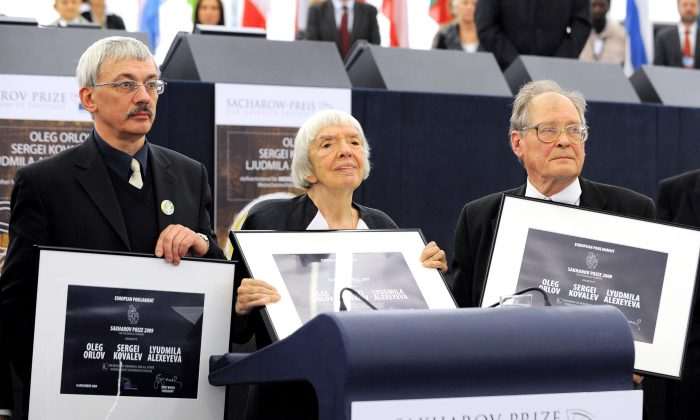 """Members of Russian historical and human rights organization """"Memorial"""" (L-R) Oleg Orlov, Lyudmila Alexeyeva, and Sergei Kovalev receive the 2009 Sakharov Prize for Freedom of Thought at the European Parliament in Strasbourg, France on Dec. 16. (Johanna Leguerre/AFP/Getty Images)"""