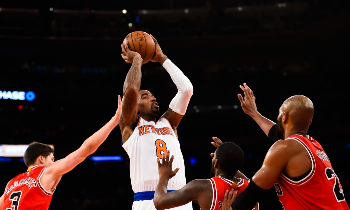 J.R. Smith #8 of the New York Knicks shoots over Aaron Brooks #0 of the Chicago Bulls in the fourth quarter during a game at Madison Square Garden on October 29, 2014 in New York City. (Alex Goodlett/Getty Images)