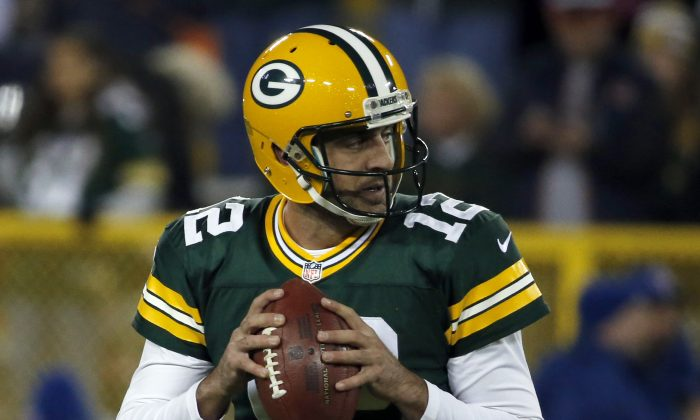 Green Bay Packers quarterback Aaron Rodgers (12) warms up before of an NFL football game against the Chicago Bears Sunday, Nov. 9, 2014, in Green Bay, Wis. (AP Photo/Kiichiro Sato)