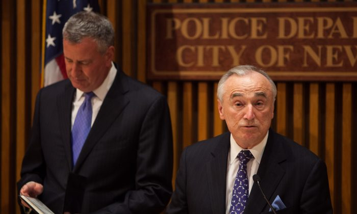 New York City Police Department Commissioner William Bratton (R) and New York City Mayor Bill de Blasio at a press conference on changing arrests for marijuana possession to summonses, at New York City Police Department headquarters, Lower Manhattan, New York, on Nov. 10, 2014. (Petr Svab/Epoch Times)