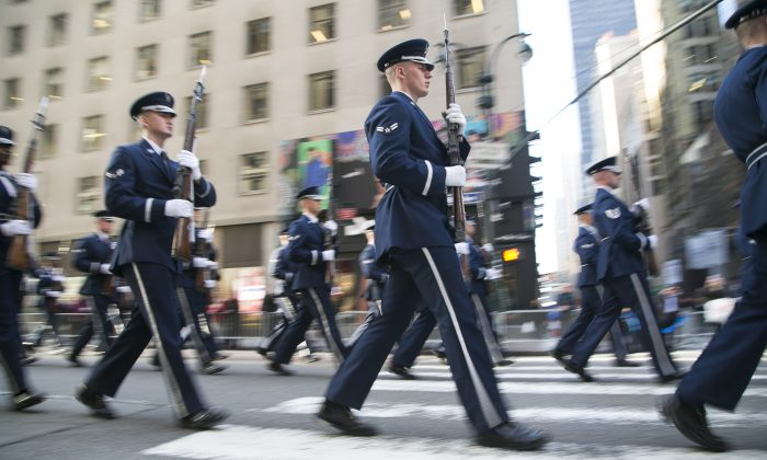 Soldiers march in the New York Veterans' Day Parade in Manhattan, N.Y., on Tuesday, Nov. 11, 2014. (Samira Bouaou/Epoch Times)