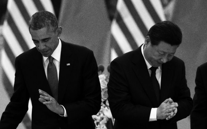 US President Barack Obama (L) returns to his seat as Chinese President Xi Jinping applauds after they drank a toast at a lunch banquet in the Great Hall of the People in Beijing on Nov. 12, 2014. (Greg Baker/AFP/Getty Images)