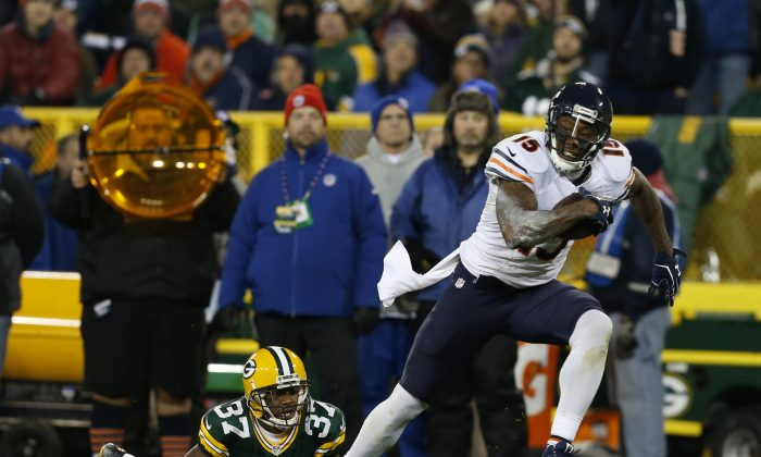 Chicago Bears wide receiver Brandon Marshall (15) makes a catch against Green Bay Packers cornerback Sam Shields (37) during the second half of an NFL football game Sunday, Nov. 9, 2014, in Green Bay, Wis. (AP Photo/Mike Roemer)