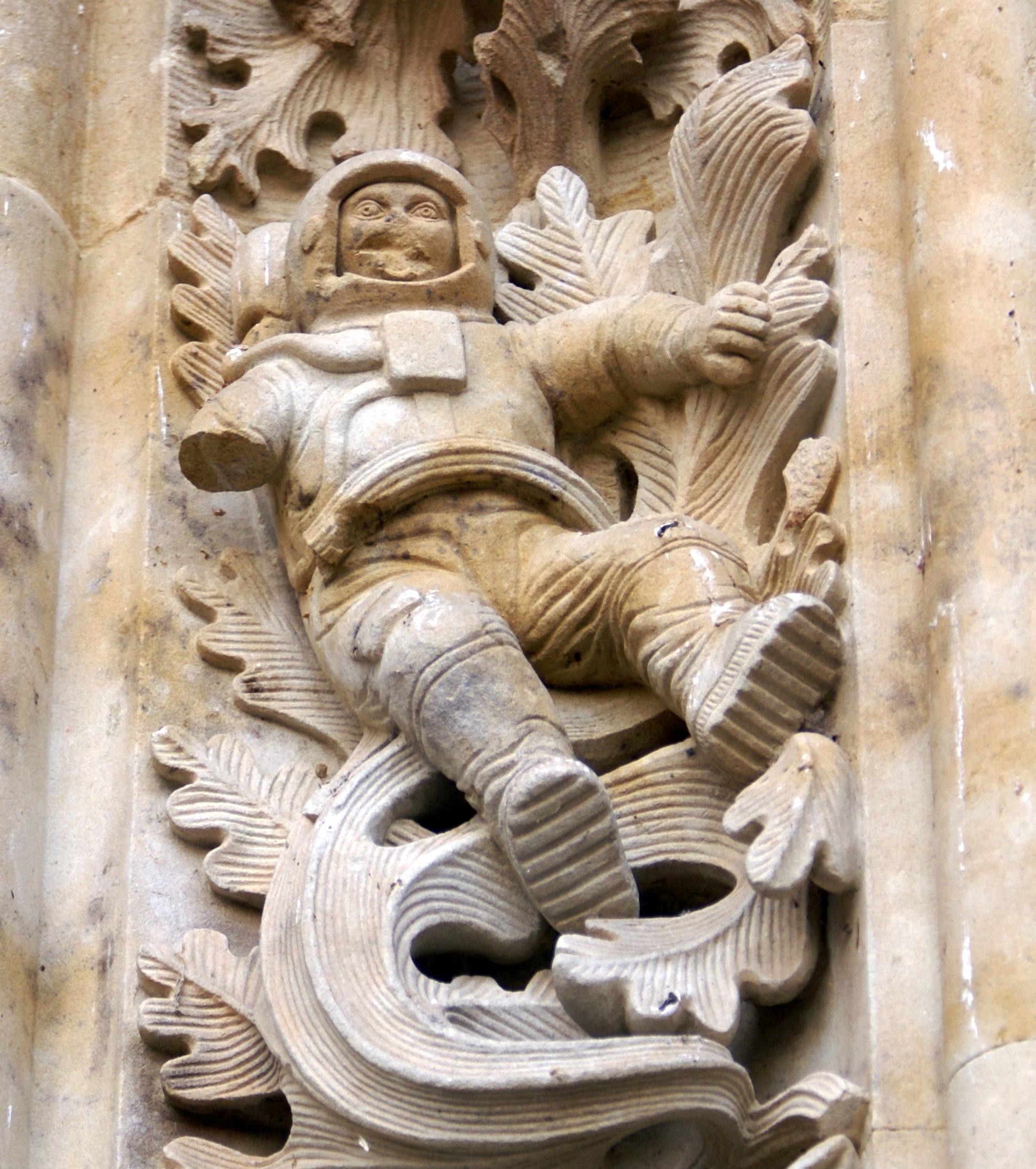 ancient astronaut sculpture - photo #5