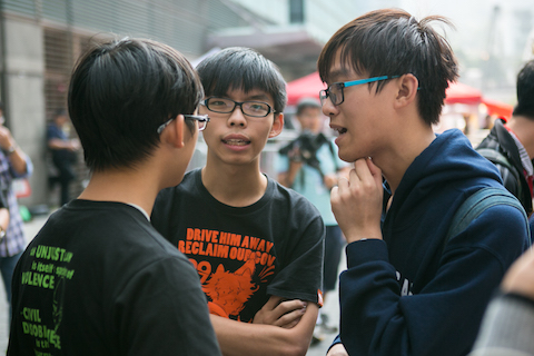 oshua Wong (C) along with other student leaders of the Hong Kong protests discuss with each other about the sitation before they give a brief press conference with the media at Admiralty following the removal of a few barricades by the police on Nov. 18, 2014. (Benjamin Chasteen/Epoch Times)