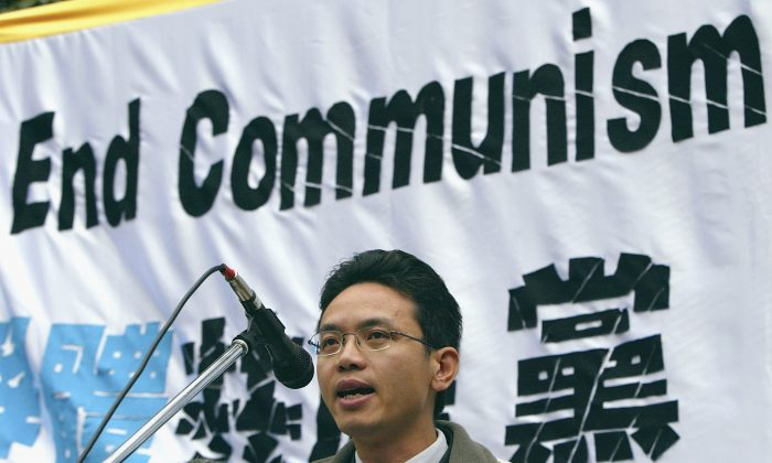 Chen Yonglin addresses the crowd during a rally on June 26, 2005 in Sydney, Australia. The rally was organised to demand that the defectors from China Chen Yonglin and Hao Fengjun be granted asylum by the Australian government. (Mark Kolbe/Getty Images)