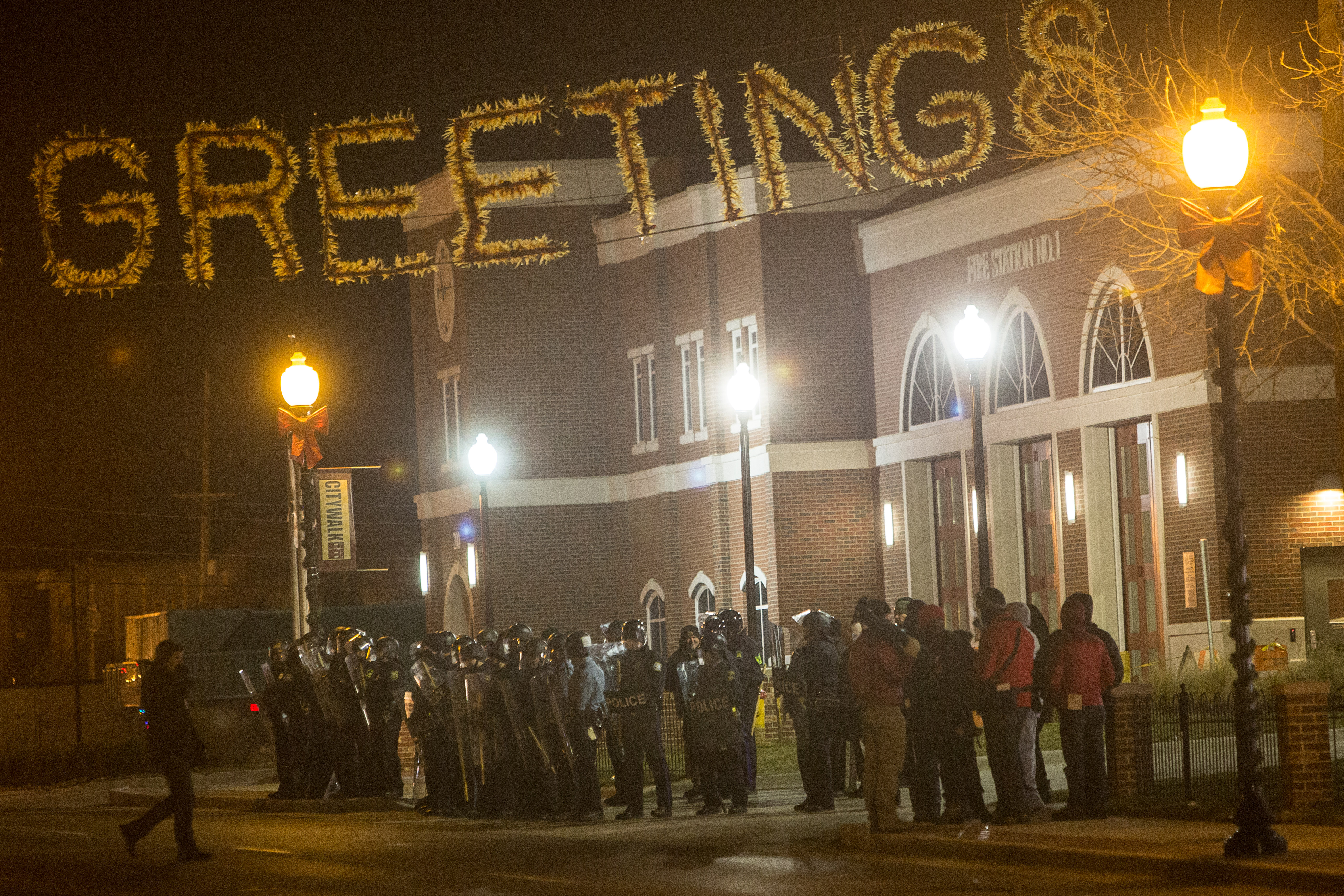 Ferguson Police Clash With Protestors Outside Police Department ...
