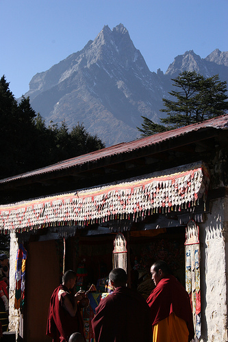 Tengboche monastery during the Mani Rimdu Festival in 2008. (Rob Whiteley/Wikimedia Commons)