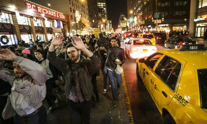 New Yorkers protest in Manhattan on Nov. 25, 2014, the day after a grand jury decision in Ferguson, Mo., not to indict a police officer who fatally shot unarmed teenager Michael Brown. (Samira Bouaou/Epoch Times)
