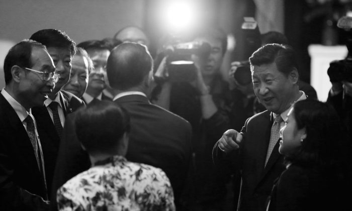 Chinese Communist Party leader Xi Jinping (R) introduces Australia's Prime Minister Tony Abbott (C, back to camera) to Chinese officials on Nov. 19, in Sydney, Australia. The Chinese regime is courting island nations near Australia in a new charm offensive. (Jason Reed/Getty Images)