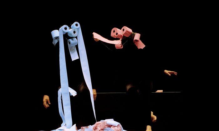 Creatures made of toilet paper. (Mummenschanz)