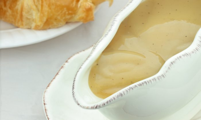 Gravy Recipe: With Beef, Turkey, or Chicken; With and Without Flour