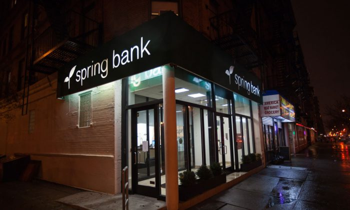 Spring Bank, a pioneer in the creation of borrow and save programs that help credit-strapped borrowers in low-income communities, in Harlem, N.Y., on Nov. 26, 2014. (Petr Svab/Epoch Times)
