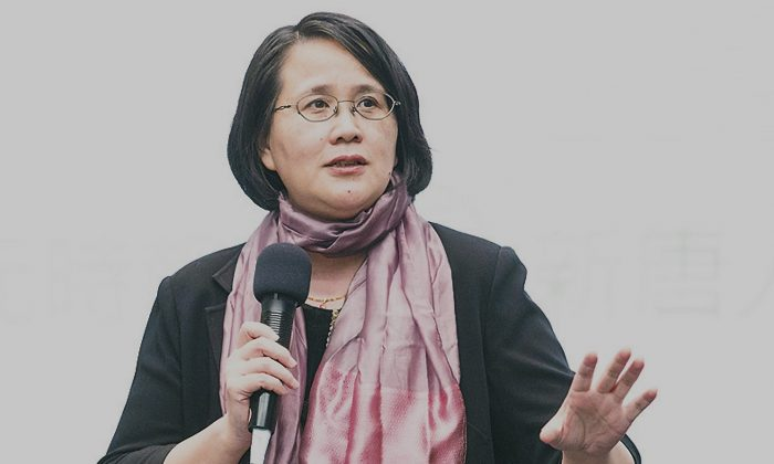 Guo Jun, branch manager of HK Epoch Times gives a speech at a conference in Taiwan in November 2014, she says as an independent media with integrity and truthfulness in reporting Epoch Times is the only window into the real China. (Chen Bo-Chou/Epoch Times)