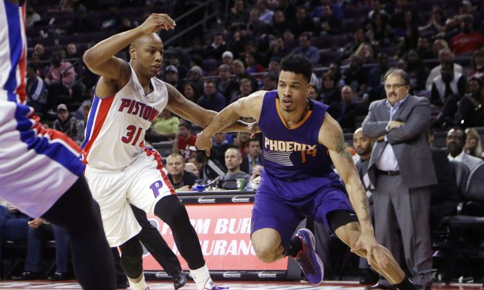 Phoenix Suns guard Gerald Green drives on Detroit Pistons forward Caron Butler (31) during the second half of an NBA basketball game in Auburn Hills, Mich., Wednesday, Nov. 19, 2014. (AP Photo/Carlos Osorio)