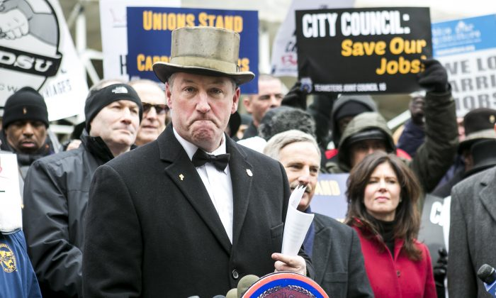 Stephen Malone, horse owner and carriage driver, opposed the proposed horse-drawn carriage ban at City Hall in New York, Dec. 8, 2014. (Samira Bouaou/Epoch Times)