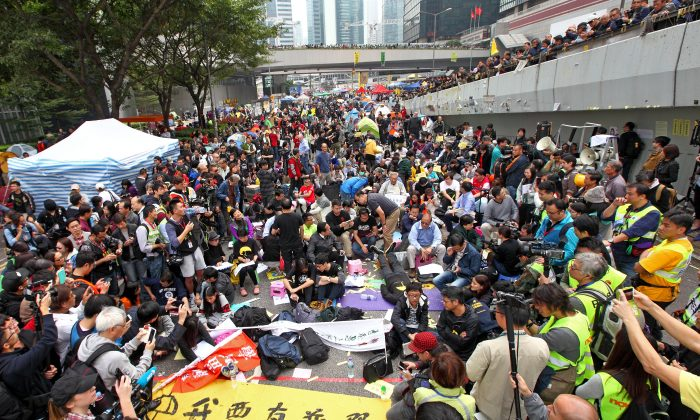 Pro-democracy protesters, pan-democrat lawmakers hold a sit-in at the Admiralty protest site on Dec. 11, 2014, Hong Kong. (Poon Zai Shu/Epoch Times)