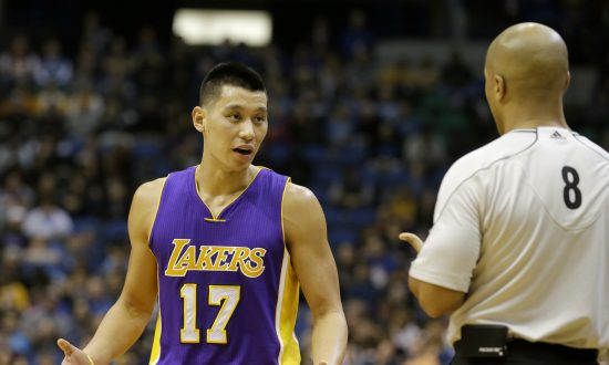 92b388c1e Los Angeles Lakers guard Jeremy Lin (17) talks with referee Marc Davis (8