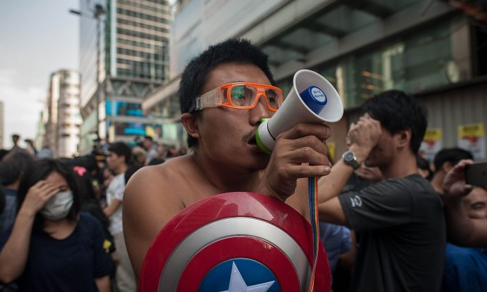 "Eric the Artist channeling Hong Kong ""Captain America's"" spirit in Mong Kok. (Anthony Kwan/Getty Images)"