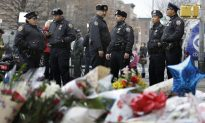 Mayor Asks Protesters to 'Step Back' Until After Officers' Funerals